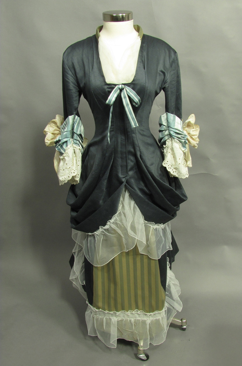 1882 English dinner dress costume
